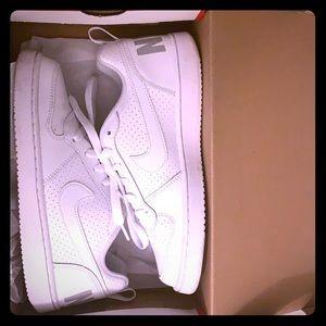 Nike court borough (white)